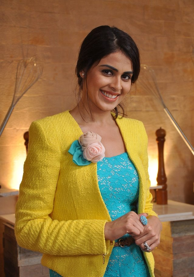 89493genelia-deshmukh-on-sets-lux-the-chosen-one-2.jpg